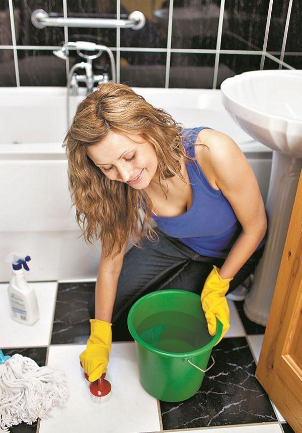 Домохозяйку раком в ванной комнате, видео как деревне толстые бабы моются