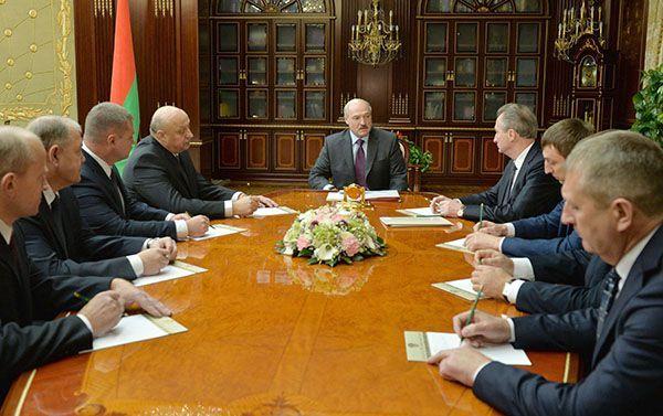 Лукашенко поручил проработать варианты дополнительной поддержки малоимущих жителей