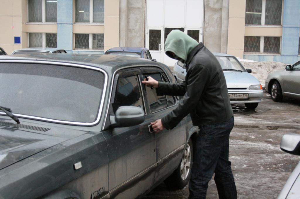 РОВД: Могилевчанин после общего распития угнал машину приятеля