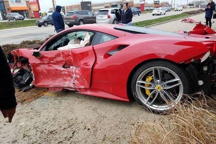 18-летний шофёр разбил Феррари 488 GTB, врезавшись впарикмахерскую