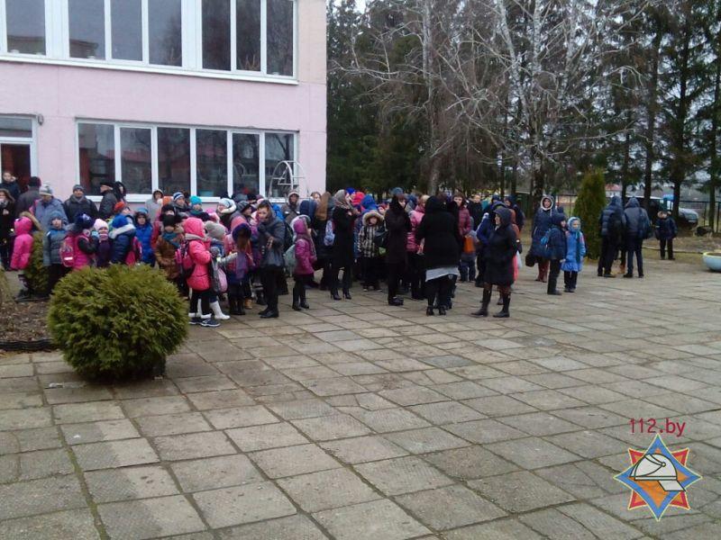 ВМинском районе детей эвакуировали изшколы из-за короткого замыкания