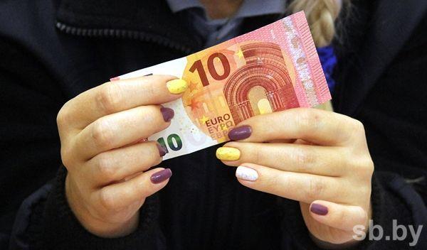 Курсы валют: из 3-х  валют корзины растет только евро