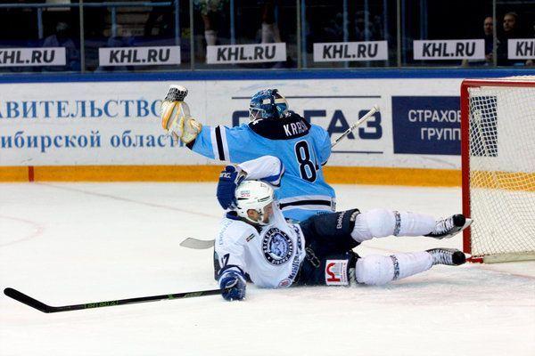 Слабый матч «Сибири» скрасила драка вначале — Хоккей
