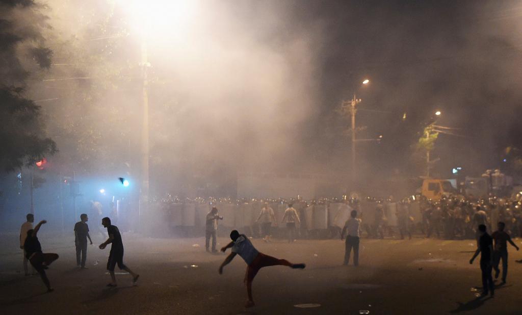 Впроцессе массовых беспорядков вЕреване задержаны 165 человек
