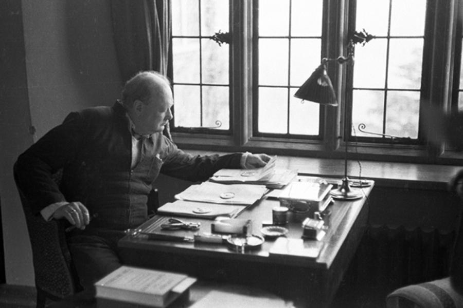 Черчилль пытался обосновать существование инопланетян— Ученые