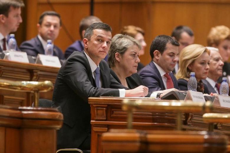 Руководство Румынии отменило указ обамнистии коррупционеров после протестов