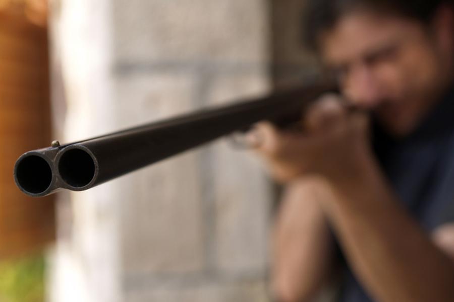 ВЛитве разыскивают охранника, подозреваемого вубийстве собственной семьи