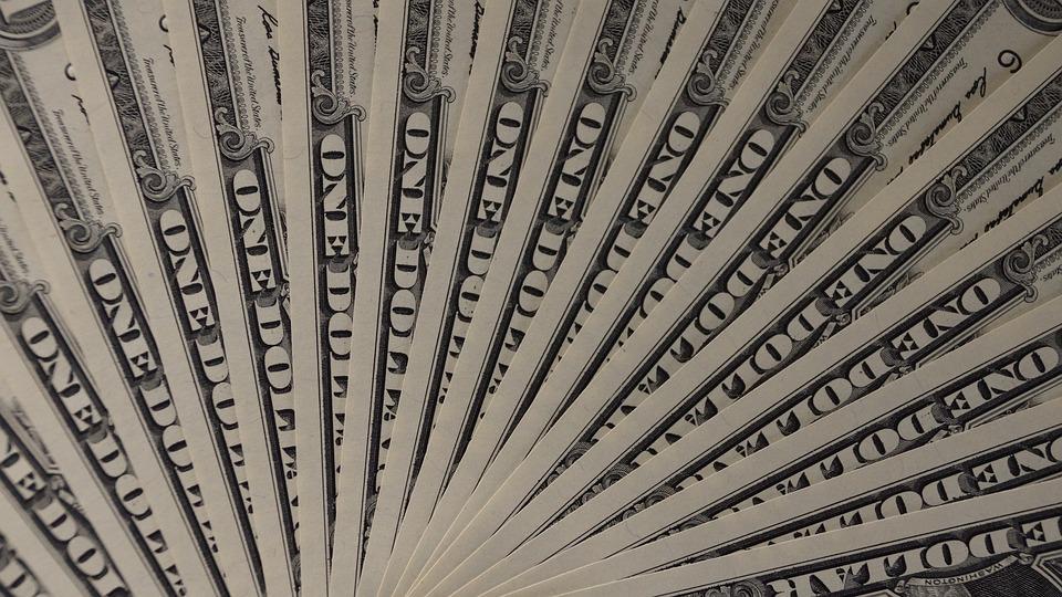 4апреля наторгах доллар иевро подорожали