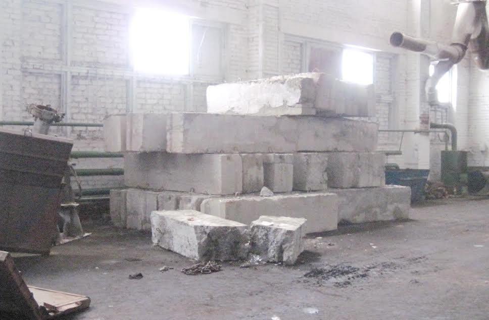 Строительный блок упал нажителя Березовского района