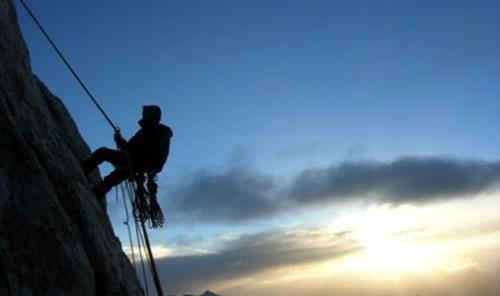 Вгорах Кабардино-Балкарии сорвался альпинист