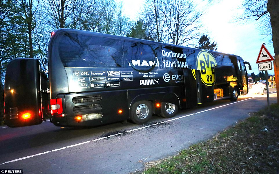 3F2A765700000578-4402644-The_Borussia_Dortmund_team_bus_was_last_night_been_hit_by_three_-a-18_1491996508182.jpg