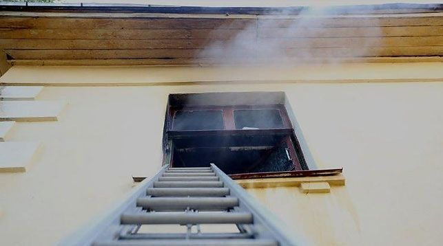 Первопричиной сильного пожара вОсмоловке, вероятно, стал телевизор