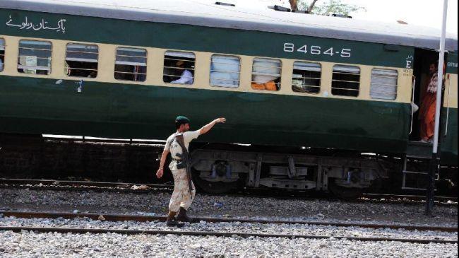 ВПакистане при столкновении поездов погибли неменее 10 человек