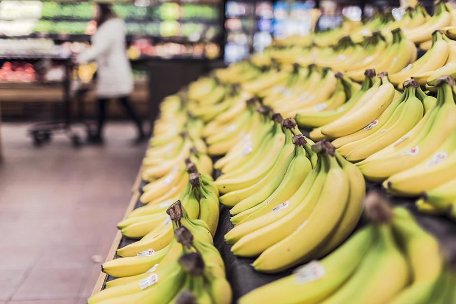 ВПольше могут обязать магазины отдавать непроданные продукты нуждающимся
