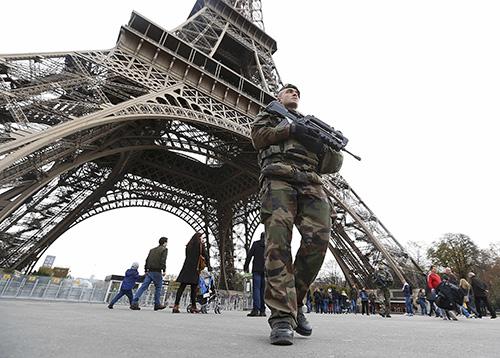 В Париже после произошедших терактов временно закрыт Лувр