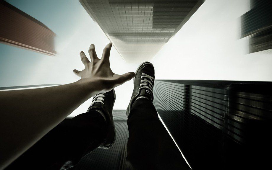 ВГомеле мужчина вытолкнул бывшую супругу изокна 7-го этажа