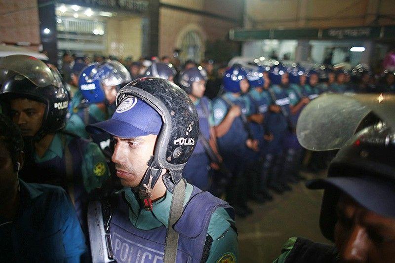 Пытки вБангладеш: жертвами террора вкафе стали иностранцы