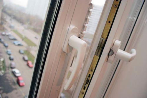 СК: Изокна общежития вМинске выпал студент-иностранец