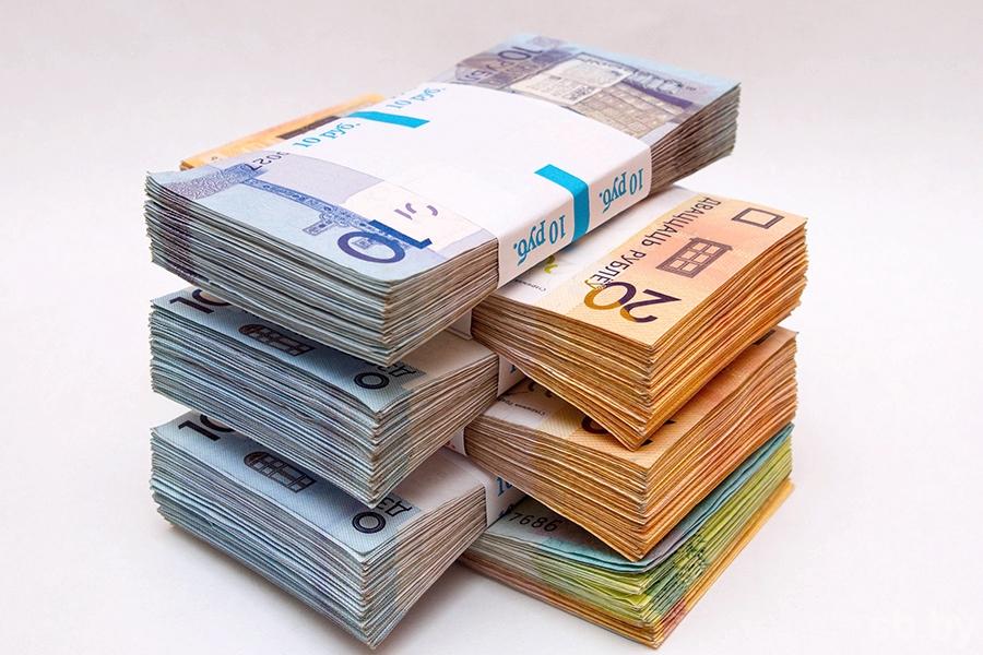 Сегодня наторгах евро подорожал, доллар упал вцене