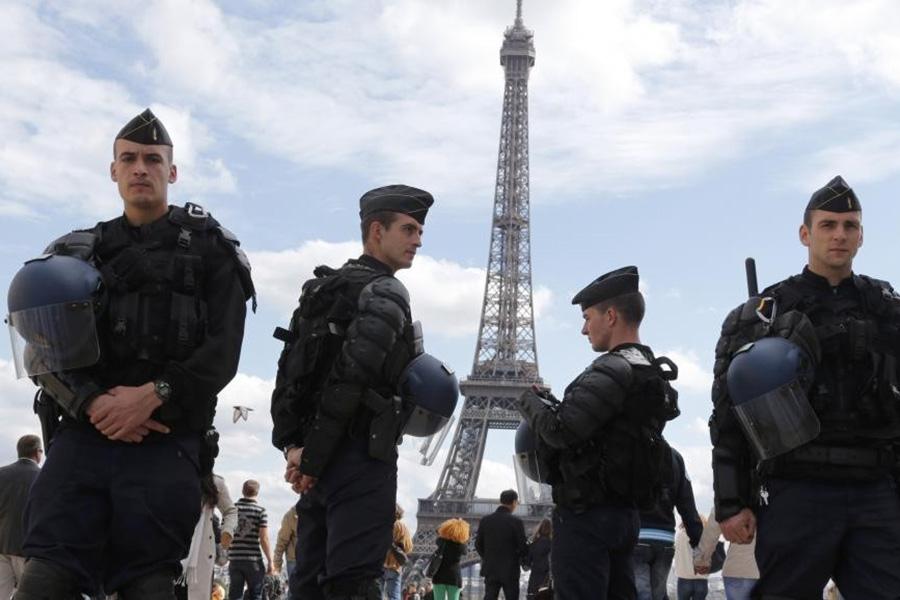 Невеселый праздник: впригороде Парижа навесеннем карнавале произошел взрыв