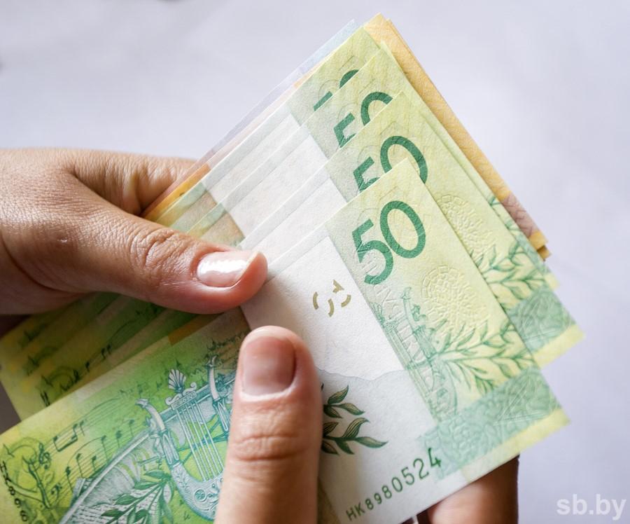 Курсы валют: доллар иевро немного упали вцене