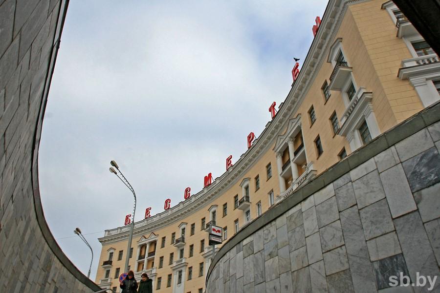 1-ый вестибюль станции метро «Площадь Победы» временно закрыт