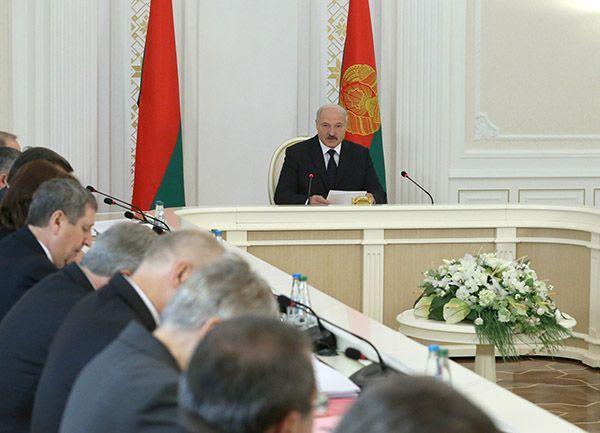 Вэкономике руководство «пассивно плывет потечению»— Лукашенко