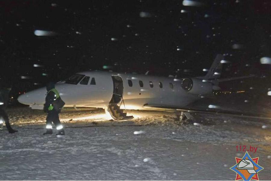 Ваэропорту Гомеля самолет выкатился запределы полосы