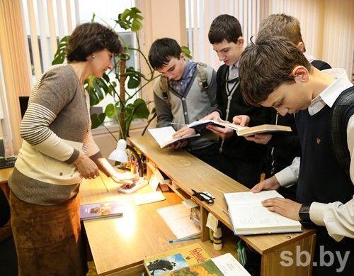 Лукашенко: учителя унас обижены деньгами, давайте ихнагрузим