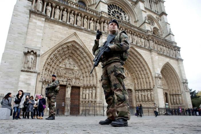 3 женщины, арестованные встолице франции, планировали теракты