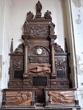 Памятник Льву Сапеге и его женам в костеле Михаила Архангела в Вильнюсе