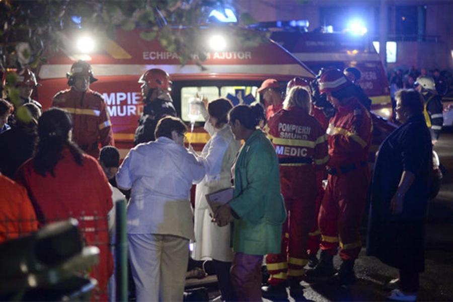 Практически  40 человек пострадали впроцессе  пожара вночном клубе Бухареста