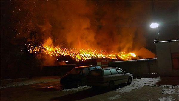 Ночью вГродно сгорели десятки гаражей идва автомобиля