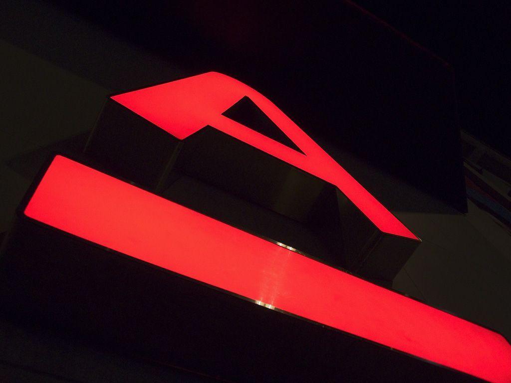 Банкоматы Альфа-Банка отключили из-за хаккерской атаки