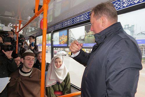 В Бресте начал курсировать культурный троллейбус-музей