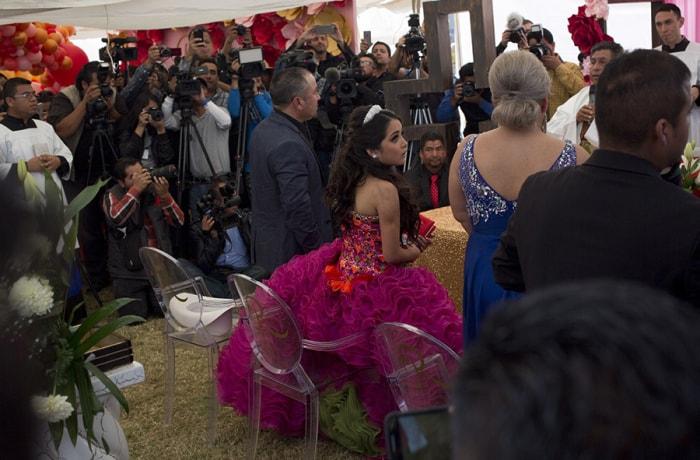 Тысячи человек пришли надень рождения незнакомки вМексике