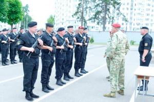 Милицейским спецназовцам вручены медали внутренних войск