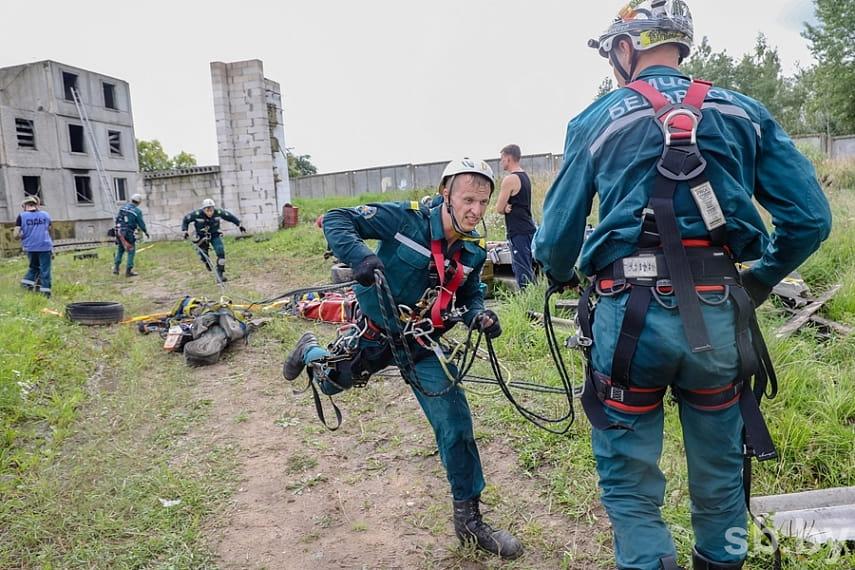 Как проходят соревнования по многоборью спасателей под Борисовом 5