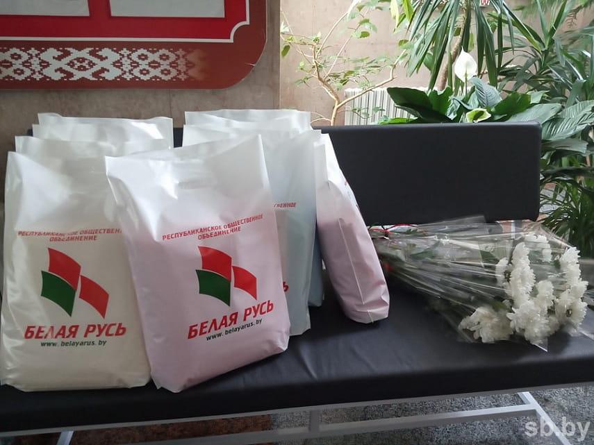 В Брестском роддоме матерям детей, родившихся 3 июля, вручили подарки