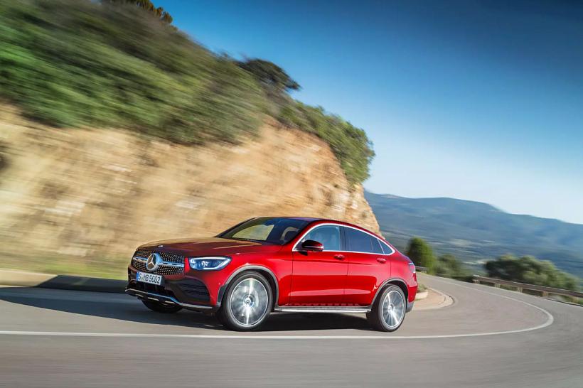 В Mercedes модернизировали соперника BMW X4: кроссовер GLC Coupe получил новые моторы