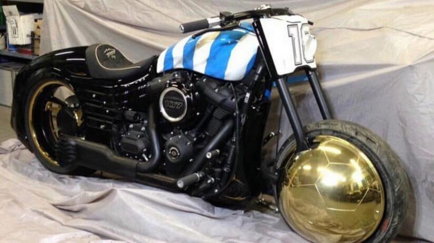 Брестское «Динамо» подарило Марадоне Harley Davidson