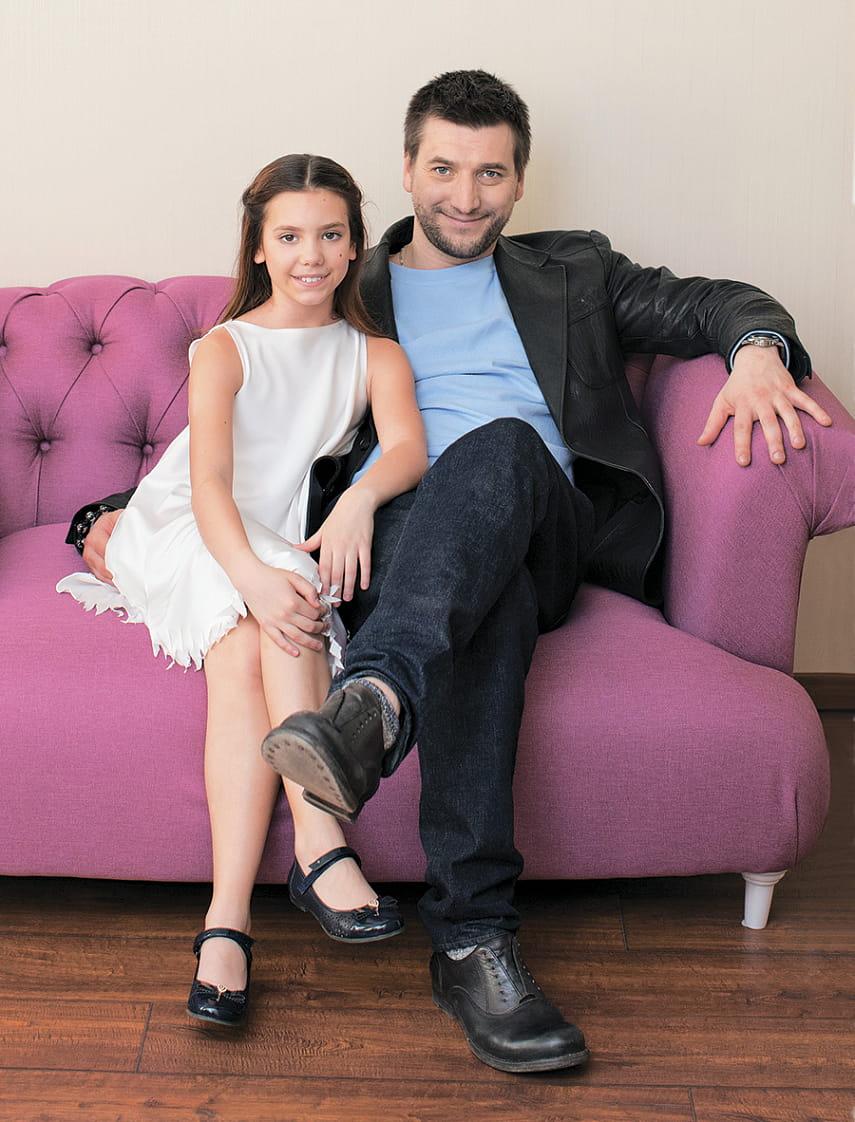 подпишитесь обновления актер александр устюгов фото с женой нас можно
