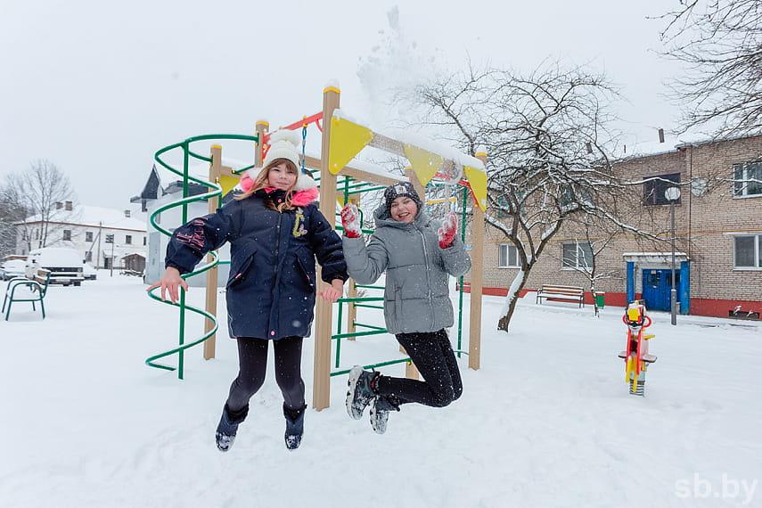 Полина и Дарья, ученицы Козловщинской средней школы.