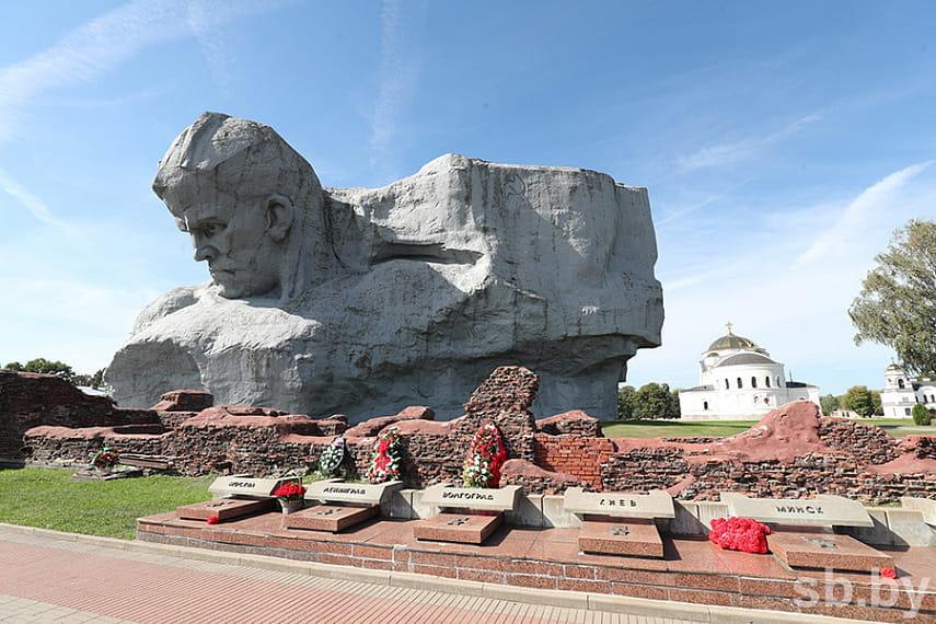 Директор мемориального комплекса «Брестская крепость-герой» высказался за парад