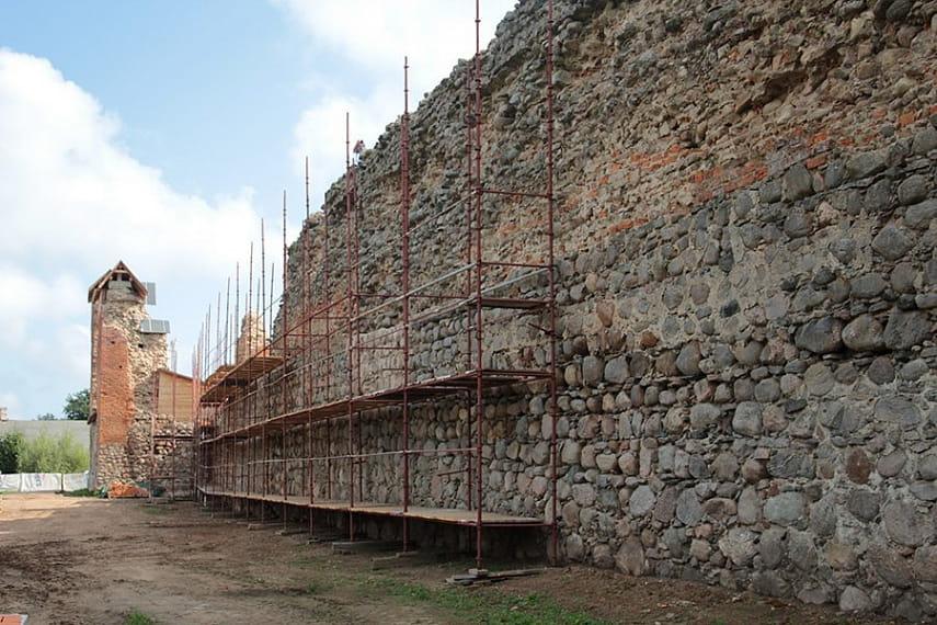 Продолжается реставрация Кревского замка.