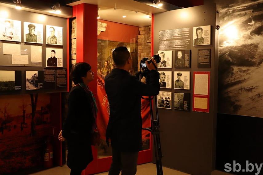 Вьетнамское телевидение снимает документальный фильм в Брестской крепости