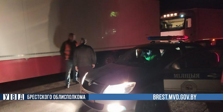 В Барановичском районе экипаж ГАИ помог водителям из Словакии