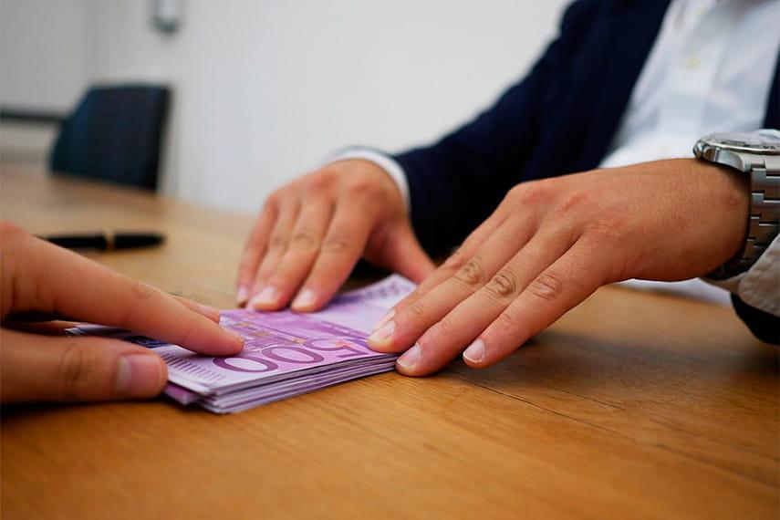 Если законопроект одобрят, должники смогут выкупить кредиты в.
