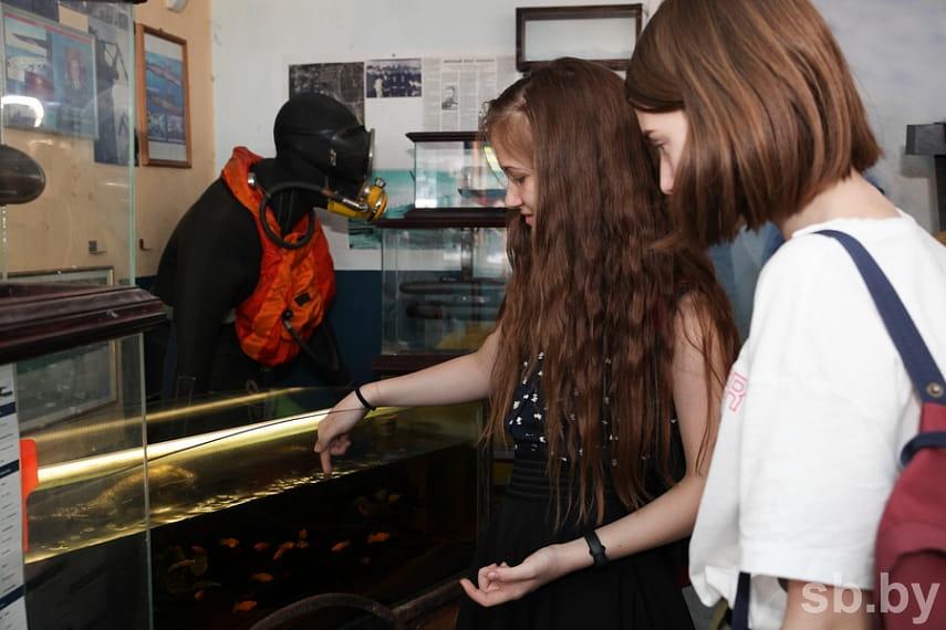 Акуленок Академик переселился в мобильный музей-лабораторию