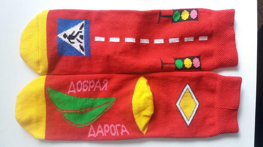 В Бресте выпустили детские носки с дорожными знаками